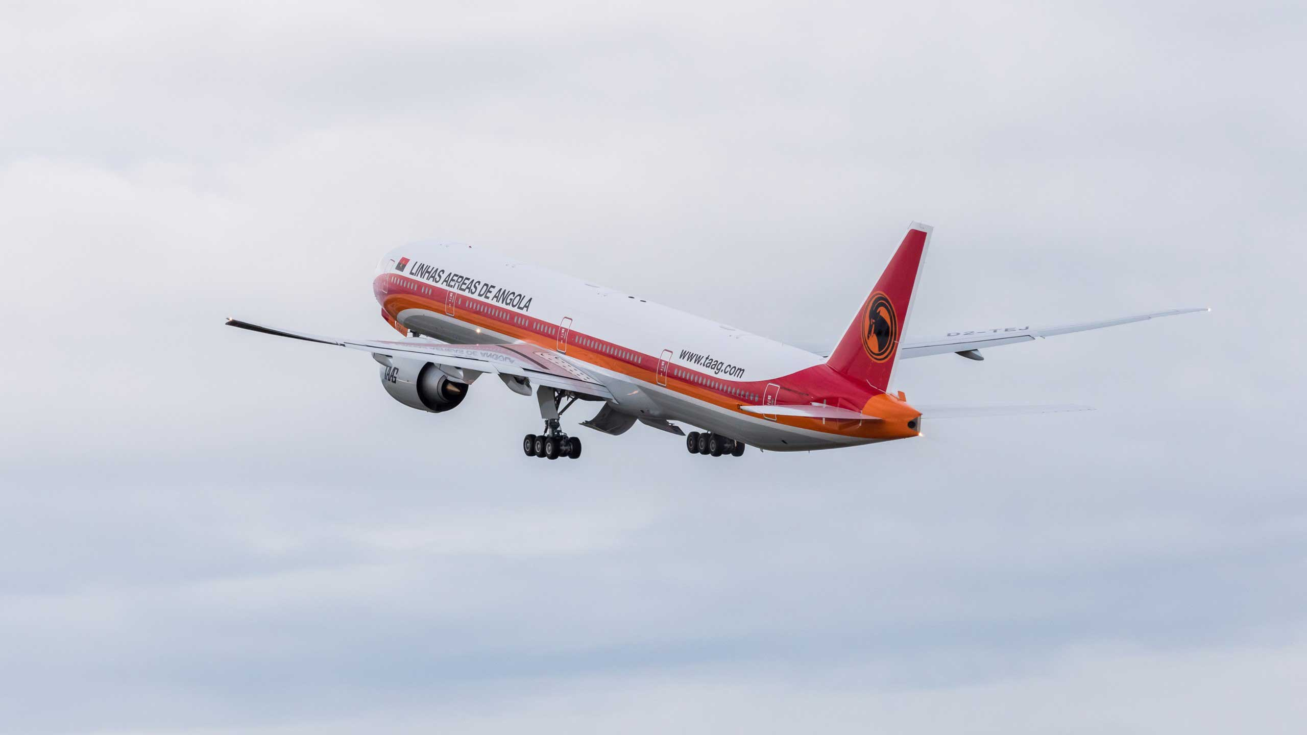 taag-angola-airlines-777